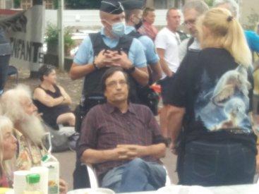 arrest-gendarme.jpg